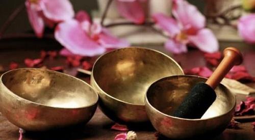 Impara a riconoscere e scegliere le migliori Campane Tibetane in base alle tue necessità: bagno armonico, riequilibrio Chakra, vibrazioni sonore.